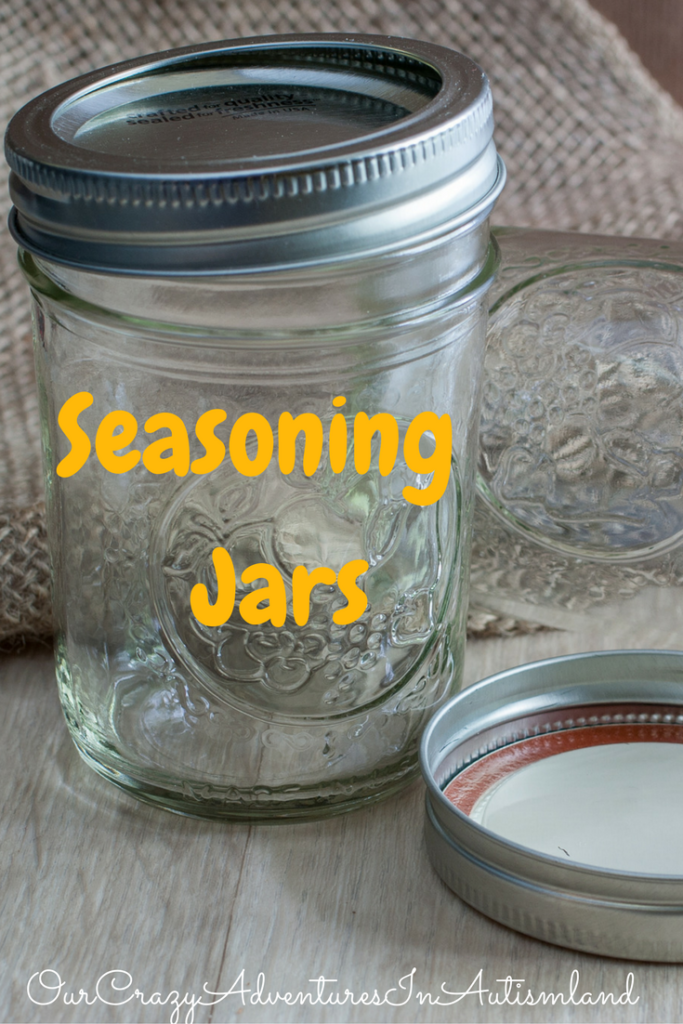Homemade Gift Idea : Seasoning Jars makes a great frugal idea for those people you want to give a Christmas gift but don't want to spend a ton of money.